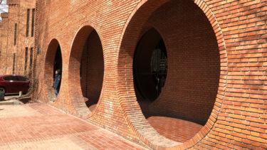 建物がロマンティックな「北京红砖当代美术馆」@【马泉管】